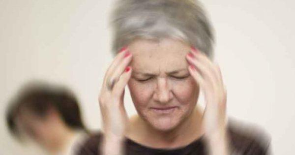 Ζαλάδα όταν σηκώνεστε: Πότε υποδεικνύει σοβαρό πρόβλημα υγείας