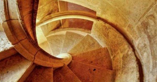Το γνώριζες; Για ποιο λόγο τα Παλιά Κάστρα έχουν περιστρεφόμενες σκάλες; Μόλις μάθετε τον λόγο που τις κατασκεύαζαν έτσι, θα πάθετε πλάκα!