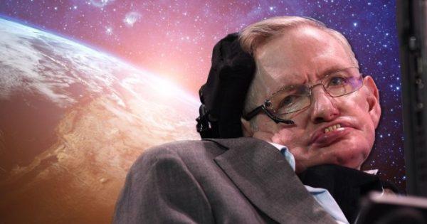 Από τι έπασχε ο Στίβεν Χόκινγκ: Τα πρώιμα συμπτώματα της ασθένειας που τον καθήλωσε στο καροτσάκι