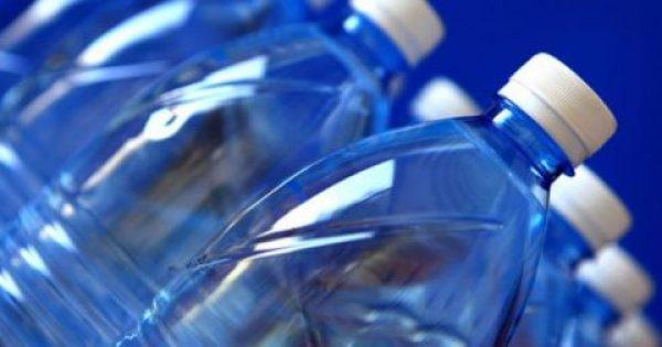 Έρευνα: Πάνω από το 90% των εμφιαλωμένων νερών περιέχουν μικροσκοπικά κομμάτια πλαστικού