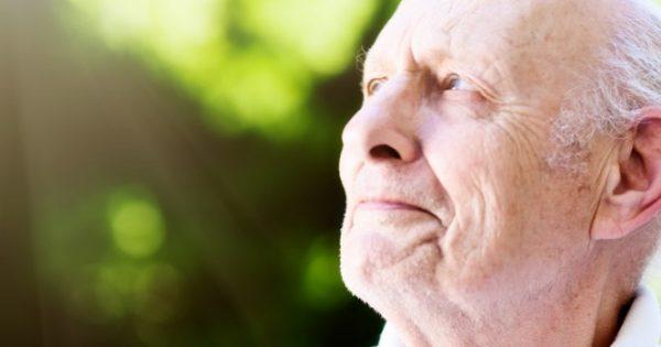 «Βρήκαν το φως τους» δύο ασθενείς με προχωρημένη εκφύλιση ωχράς κηλίδας – Μεγάλες ελπίδες για την ολική θεραπεία της νόσου