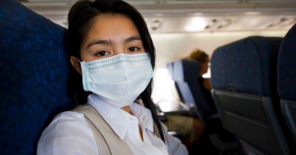 Γρίπη στο αεροπλάνο: Πώς μεταδίδεται – Πού να καθίσετε για να γλιτώσετε!