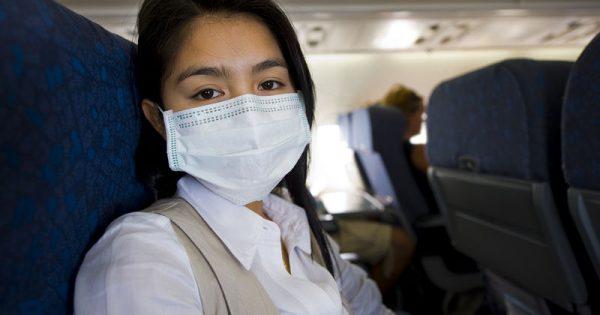 Πότε κινδυνεύετε να κολλήσετε ίωση στο αεροπλάνο