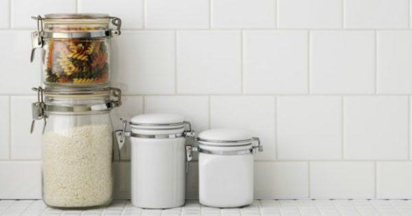 Βήμα-Βήμα Πώς θα Καθαρίσετε τα Πλακάκια της Κουζίνας σας!