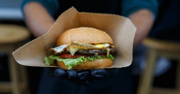 Το fast food αυξάνει τις φθαλικές ενώσεις στον οργανισμό – Τι έδειξε σημαντική έρευνα!