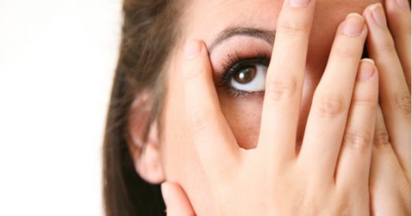Πετάει το μάτι σας; Δείτε τι μπορεί να συμβαίνει και πώς σταματάει