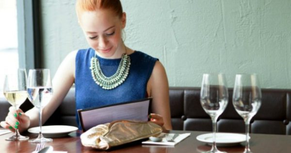 Tips για να Τρώτε έξω και να μην Παίρνετε Πιλά