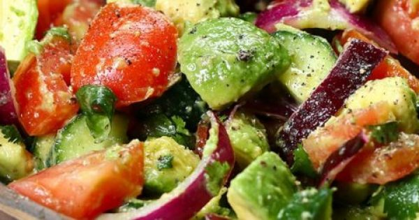 Αυτή η σαλάτα όχι μόνο είναι θρεπτική, αλλά θα σας κάνει να νιώσετε άλλος άνθρωπος μόλις την δοκιμάσετε.
