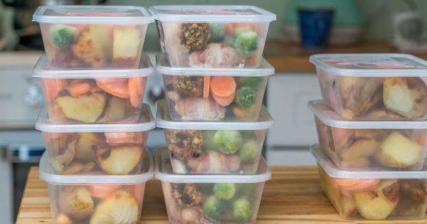 Πώς να ξαναζεστάνετε το φαγητό που περίσσεψε για να αποφύγετε την τροφική δηλητηρίαση