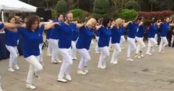 Κωνσταντινούπολη: Χόρεψαν συρτάκι στα γαλανόλευκα και «έσταξαν» χολή οι Τούρκοι