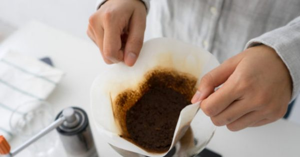 Να Γιατί Δεν Πρέπει να Πετάτε τον Χρησιμοποιημένο σας Καφέ!