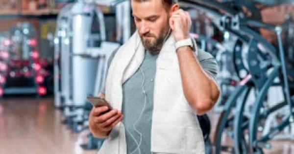 Γιατί πρέπει να αποφέυγουμε το κινητό στο γυμναστήριο