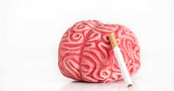 Όσο περισσότερο καπνίζει κανείς, τόσο αυξάνεται ο κίνδυνος εγκεφαλικού πριν από τα 50