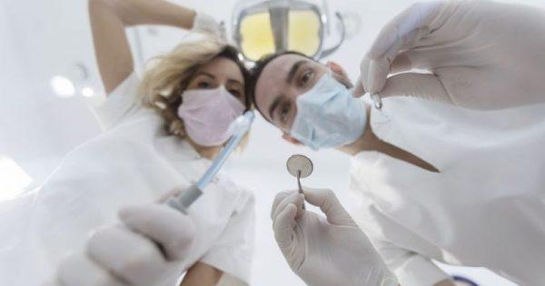 Καρδιαγγειακά νοσήματα: Η πρώιμη ένδειξη που αντανακλάται στο στόμα!!!