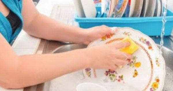 Έτσι θα κάνετε πιο γρήγορο το πλύσιμο των πιάτων