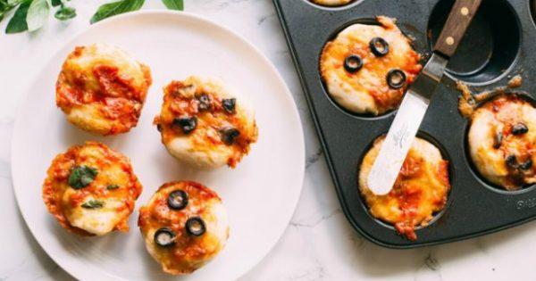 Το Τέλειο Βραδινό: Πανεύκολα Πιτσάκια Έτοιμα σε 15 Λεπτά!