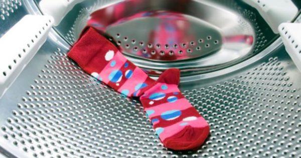 Φωτογραφίες Αποκαλύπτουν πού Πηγαίνουν οι Κάλτσες όταν Χάνονται στο Πλυντήριο