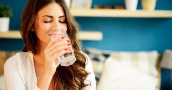 Τι συμβαίνει στο σώμα όταν πίνετε 8 ποτήρια νερό καθημερινά