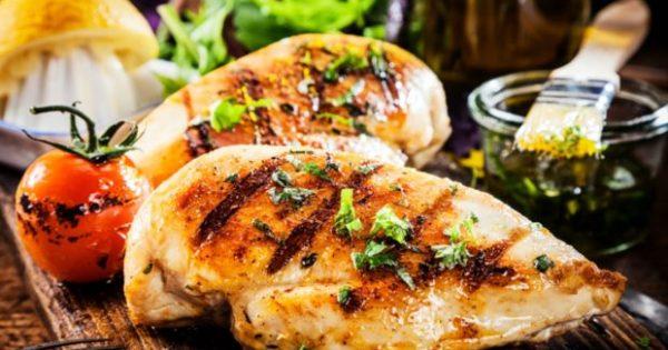 Ξεχάσατε να Ξεπαγώσετε το Κοτόπουλο; Να τι Μπορείτε να Κάνετε!