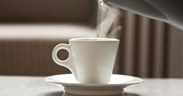 Τα 8 οφέλη του να πίνετε ζεστό νερό