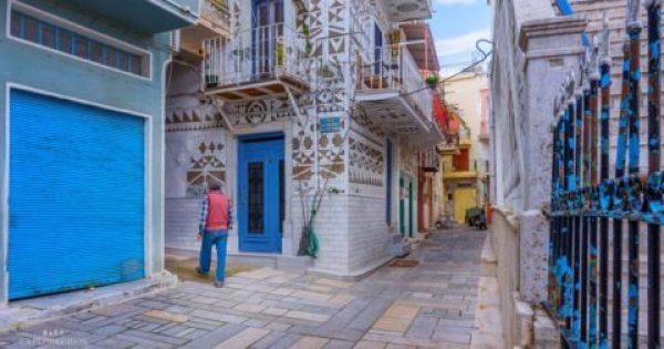 Tο μοναδικό χωριό στην Ελλάδα με τα ζωγραφιστά σπίτια σε ένα βίντεο από ψηλά