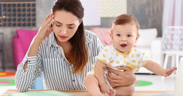 Όταν η καθημερινότητα μιας μαμάς είναι πονοκέφαλος – Συμβουλές για να απολαύσετε τη μητρότητα