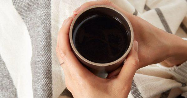 Προκαλεί ο καφές αφυδάτωση; Τι απαντούν οι ειδικοί