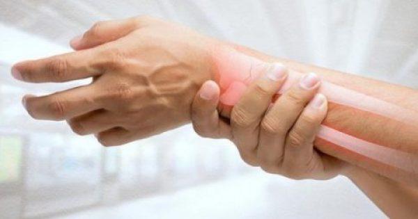 Χέρια και πόδια που μουδιάζουν: Οι 7 πιθανές αιτίες