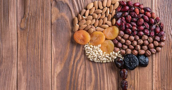 Οι τροφές που βάζουν «φρένο» στη συρρίκνωση του εγκεφάλου