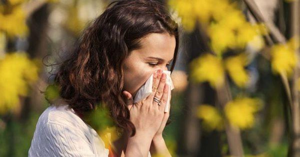 Πώς να αντιμετωπίσετε φυσικά τα συμπτώματα αλλεργικής ρινίτιδας σε μόλις 15 λεπτά