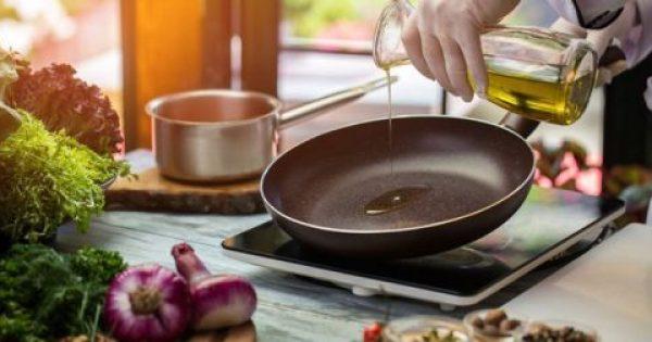 Επιτελούς: Το κόλπο για να μην πετάγεται το λάδι την ώρα του τηγανίσματος!!!