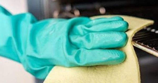 3 φυσικοί τρόποι να καθαρίσεις τον φούρνο