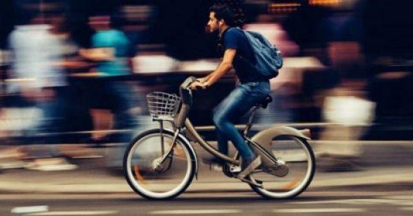 Όσοι πάνε στη δουλειά με πόδια ή ποδήλατο έχουν λιγότερες πιθανότητες να πάθουν καρδιά ή εγκεφαλικό