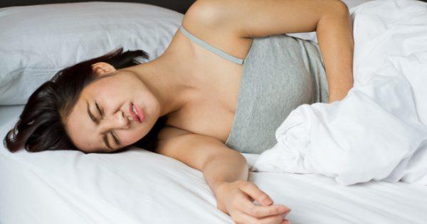 Πόνοι περιόδου: Πότε ξεπερνούν το κανονικό και πρέπει να δείτε γιατρό