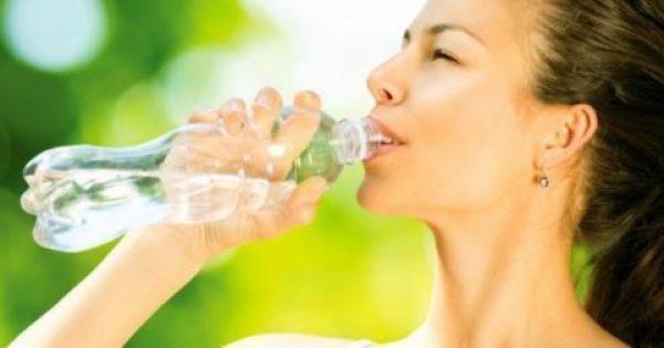 Γεμίζετε πολλές φορές το ίδιο πλαστικό μπουκάλι; Δείτε έναν κίνδυνο που δεν ξέρατε…