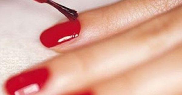 Σταμάτα να βάφεις τα νύχια σου, παχαίνεις!
