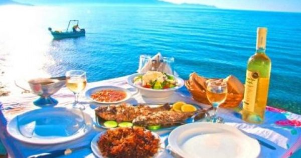 Τι πρέπει να κάνεις για να αποφύγεις την τροφική δηλητηρίαση στις διακοπές σου