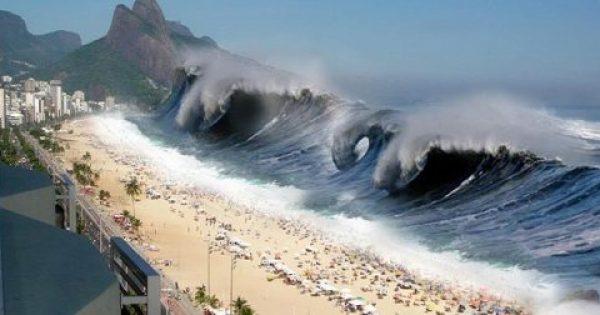 Όταν το Τσουνάμι Καταπίνει Ολόκληρες Παραλίες… Το Βίντεο που Κόβει την Ανάσα!