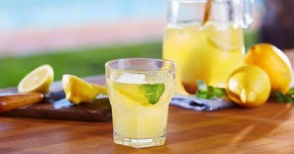 Πίνετε ζεστό νερό με λεμόνι το πρωί για ένα χρόνο (και αυτά τα 5 πράγματα θα συμβούν)!!