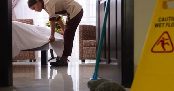 Για όσους (καταφέρουν να) πάνε διακοπές: Οι κρυφοί κίνδυνοι υγείας σε ξενοδοχεία και ενοικιαζόμενα δωμάτια