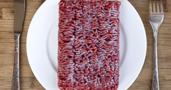 Κρέας: Κίνδυνος για βακτήρια κατά την απόψυξη – Τι να προσέχετε [vid]
