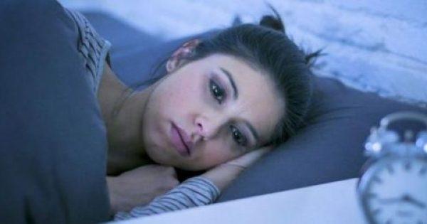 Ξυπνάτε αναπάντεχα μέσα στη νύχτα; Τι μπορεί να φταίει και τι πρέπει να κάνετε