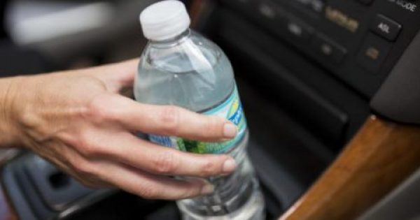 Κίνδυνος από το πλαστικό μπουκάλι νερού που αφήνετε στην ζέστη