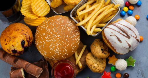 Τι παθαίνει ο εγκέφαλος με τροφές που συνδυάζουν υδατάνθρακες και λίπος