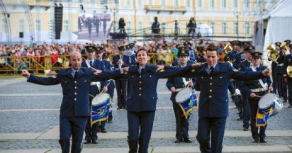 Παλάβωσαν τους Ρώσους με …»Zorba the Greek» Στην Aγία Πετρούπολη από την Μπάντα της ΠΑ (video)