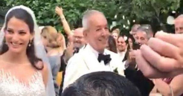 Γάμος αλά Χόλιγουντ στο δουκάτο του Σορέντο για τον 63χρονο Γιάννη Κούστα και την 25χρονη Δήμητρα Μέρμηγκα