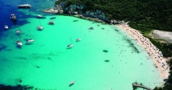 To μικρό νησί του Ιονίου με τις παραδεισένιες παράλιες και τα γαλαζοπράσινα νερά