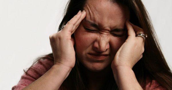 Υποφέρεις από πονοκέφαλο & ημικρανίες; Με αυτό το DIY balm θα ανακουφιστείς από τον πόνο φυσικά