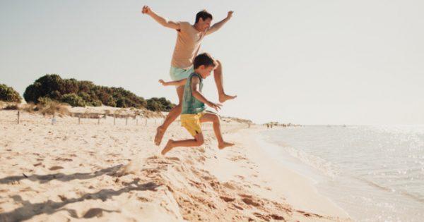 Τι παθαίνει το δέρμα όταν περπατάμε ξυπόλητοι στην άμμο