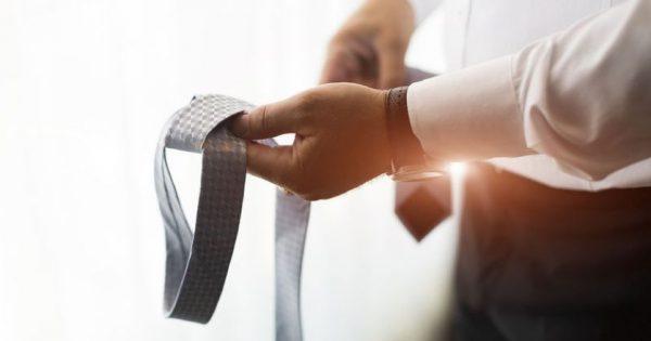 Επικίνδυνη για τον αντρικό εγκέφαλο η… γραβάτα!!!